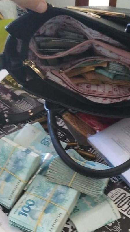 dinheiro-preso-camalau Bolsa com dinheiro é aprendida na casa do prefeito de Camalaú; fotos