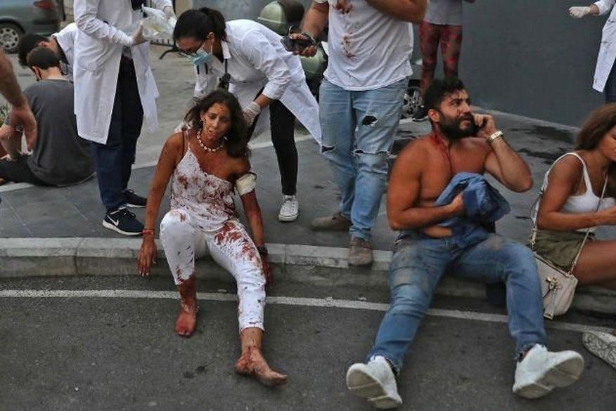 feridos Explosão atingiu mais da metade de Beirute e deixou 300 mil desabrigados
