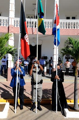 1 Hasteamento de bandeiras marca o Dia da Independência em Monteiro