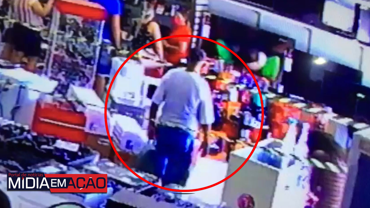 51501511qi Homem é preso após furtar celular de loja em Sertânia