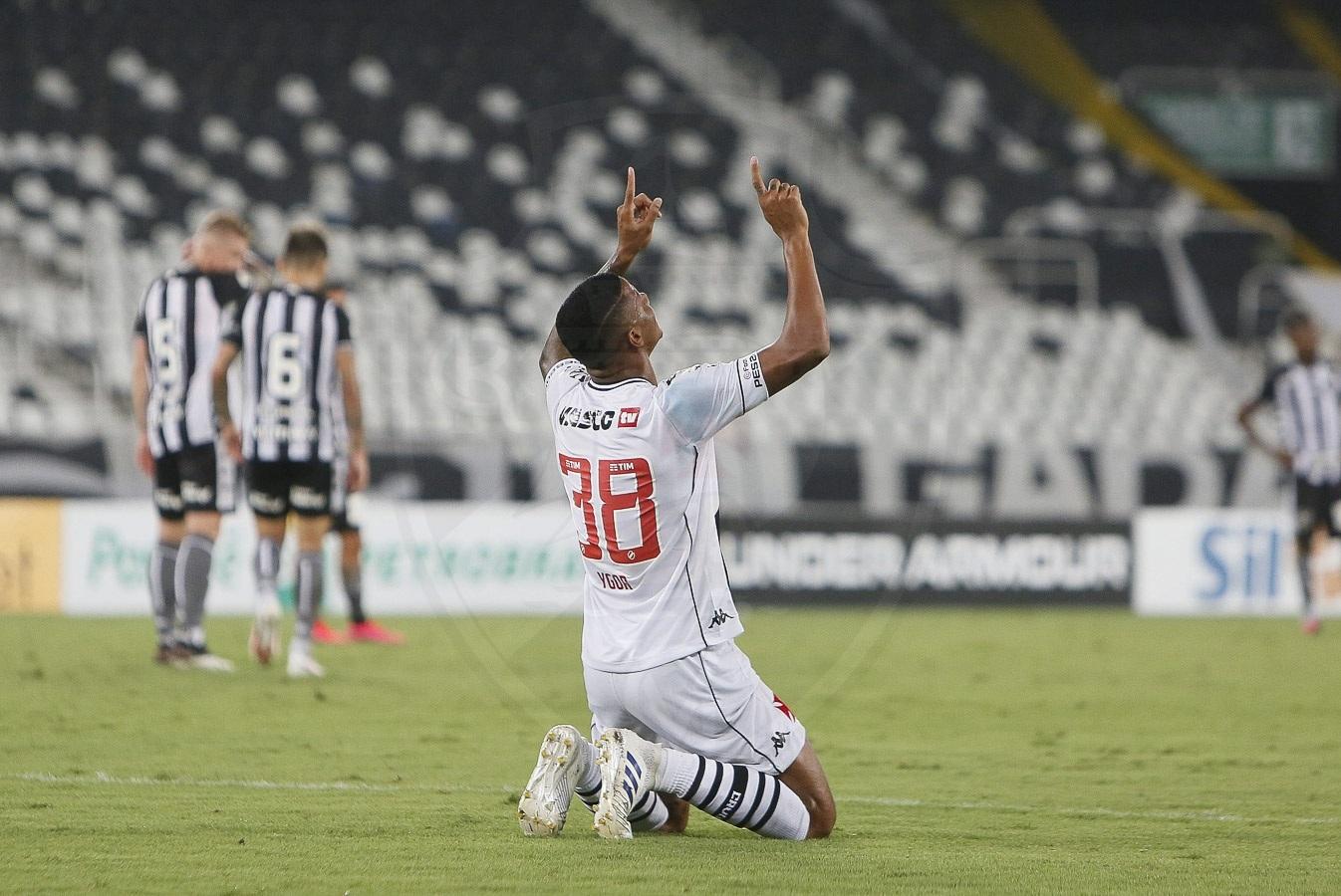 VASCO-GANHA Vasco vence o Botafogo no Nilton Santos e volta ao G4 do Brasileirão