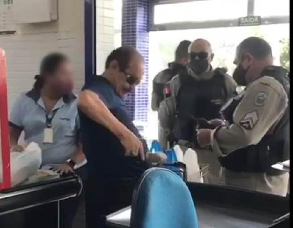 policial-supermercado Policial Civil é detido suspeito de ameaça em supermercado ao se recusar a usar máscara, na PB