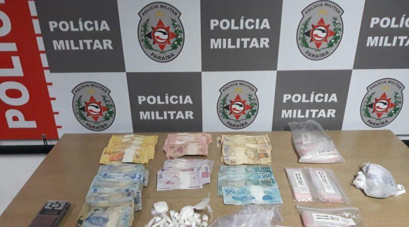 5922b3c9-4d72-4988-adaf-5f4ef27b061a-800x445-1 Polícia Militar apreende cocaína, crack e mais de 5 mil reais do tráfico