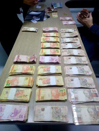 dinheiro_apreendido-334x445-1 Polícia Militar apreende 30 mil reais que podem ser do tráfico de drogas