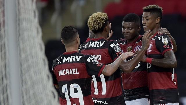 lincoln Flamengo poupa titulares, vence Junior com facilidade e confirma liderança