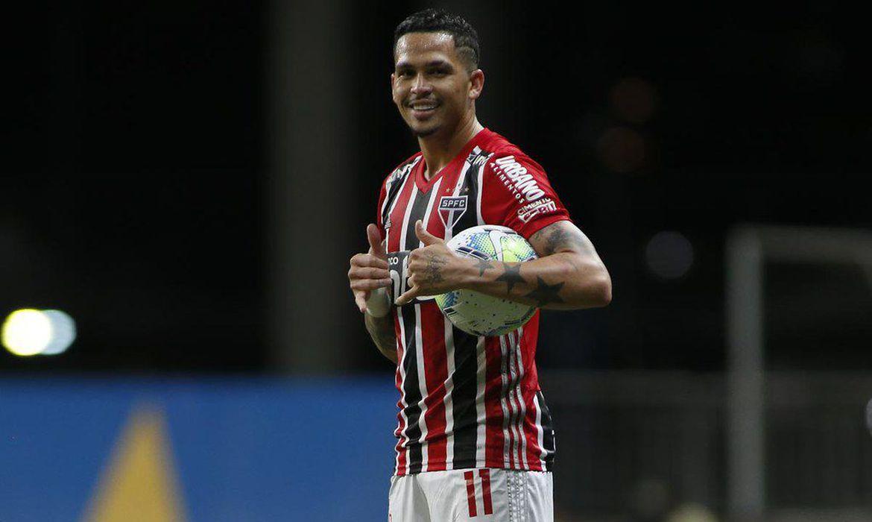 sao_paulo_luciano Com show de Luciano, São Paulo vence Bahia e encosta no Atlético-MG