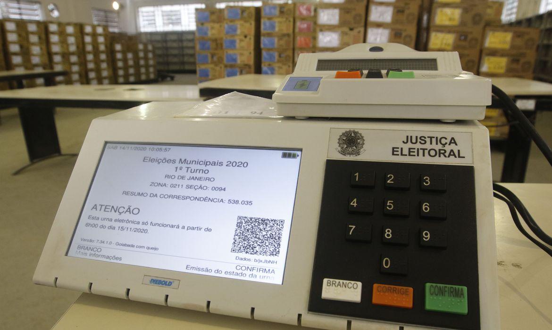 urnas_eletronicas_ Brasil vai às urnas para eleger prefeitos e vereadores