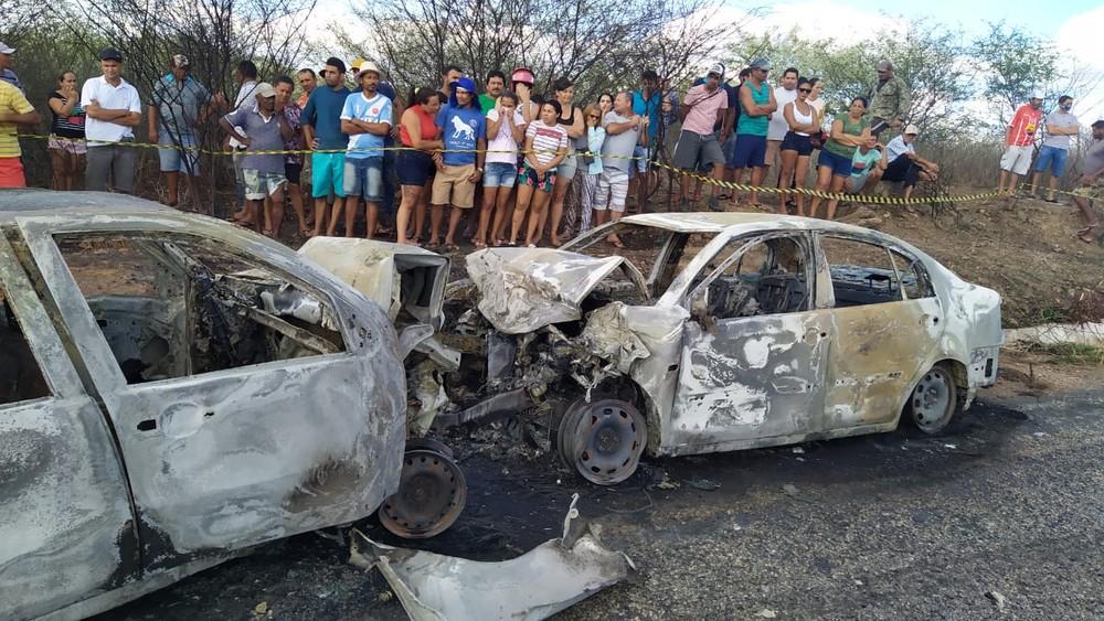 whatsapp-image-2020-11-10-at-16.25.01-1- Quatro pessoas morrem carbonizadas após grave acidente em Teixeira, na PB