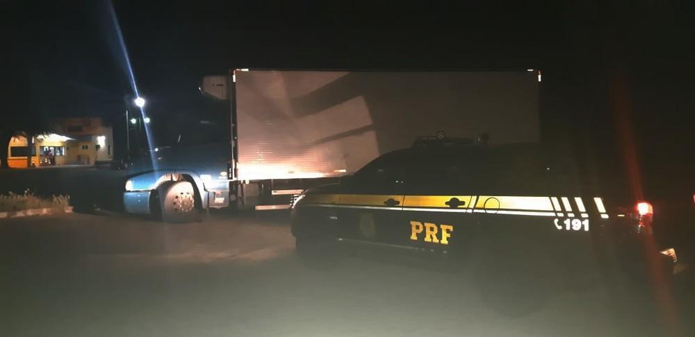 whatsapp-image-2020-11-29-at-13.00.59 Caminhão carregado com charque roubada é recuperado pela PRF na BR-232, em Sertânia