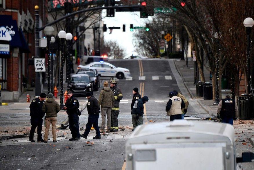 2020-12-25t152722z-1405831863-rc2fuk9pacty-rtrmadp-3-tennessee-blast Forte explosão de trailer abala o centro de Nashville, nos EUA, e deixa três feridos