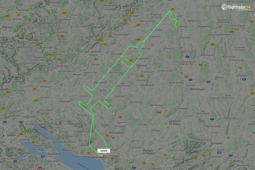 2020-12-27t154850z-57762625-rc2rvk9ugkna-rtrmadp-3-health-coronavirus-europe-vaccines Piloto alemão 'desenha' uma seringa com o traçado do voo no mapa