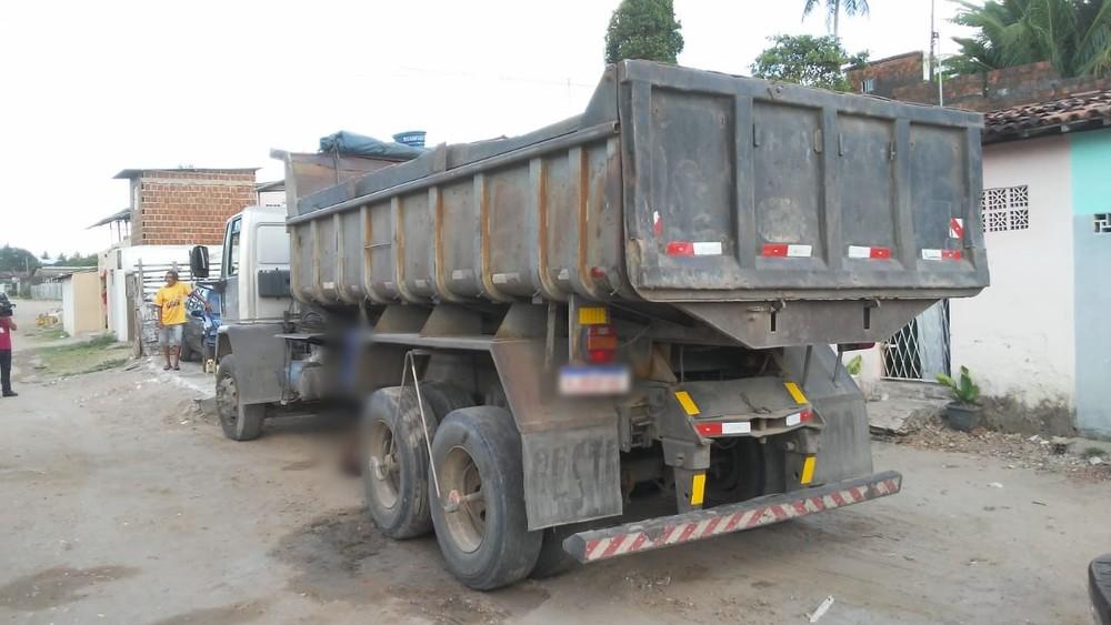 morte-cacamba Homem morre após caçamba de caminhão cair em cima dele na PB