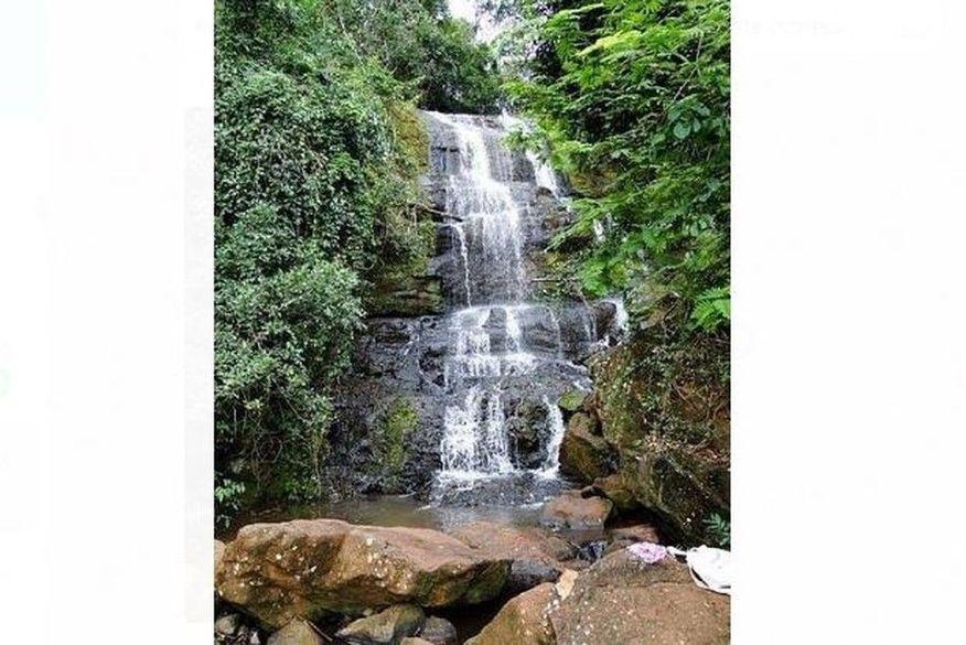 queda_cachoeira Jovem morre após cair de cachoeira de mais de 10 metros ao tirar selfie, diz família