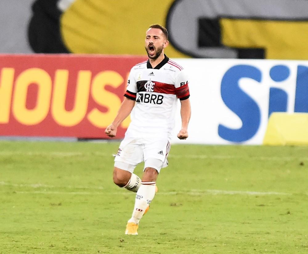 1 Everton Ribeiro deixa decisão nas mãos do Flamengo, e clube exige acordo de até R$ 65 mi por venda ao Al Nassr