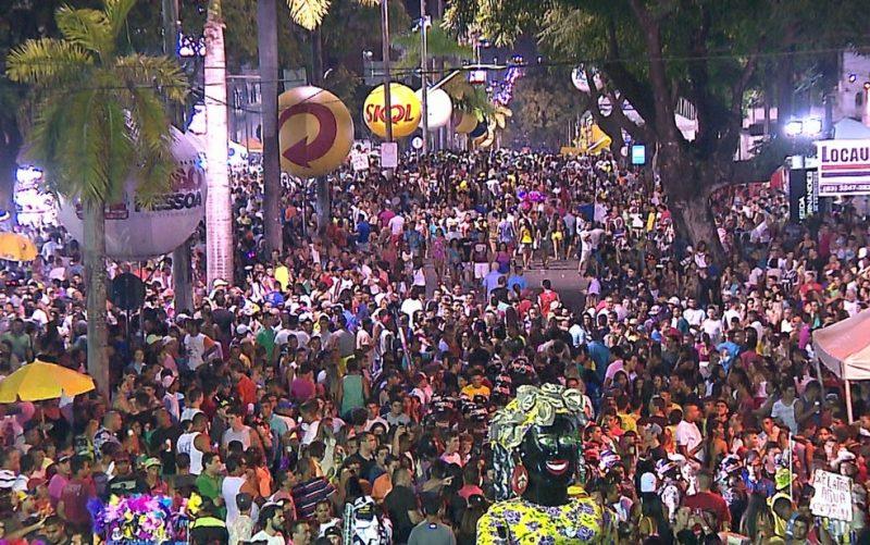 FOLIA-DE-RUA-1-800x501-1 Carnaval de João Pessoa pode acontecer em setembro de 2021, avalia secretário de Turismo