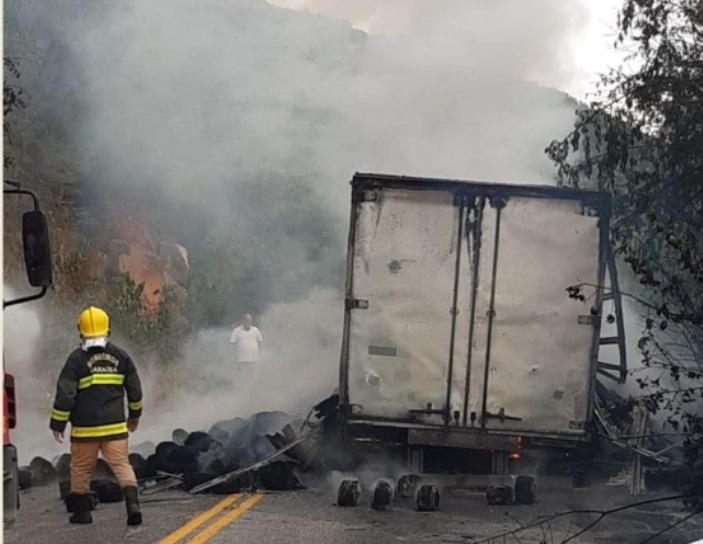 IMG_20210109_215409 Incêndio em caminhão carregado de pneus interdita PB 238 na Serra de Teixeira