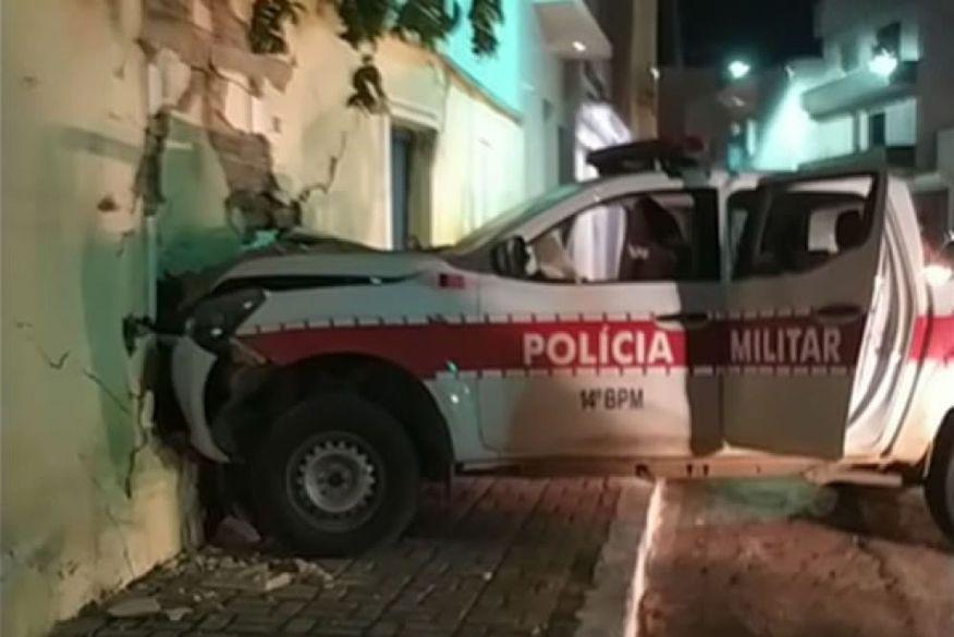 acidente_viatura_sousa Viatura da PM colide com muro durante perseguição a motociclista que desobedeu ordem de parada na Paraíba