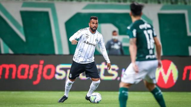 gremio-palmeiras Palmeiras sai na frente, e Grêmio busca empate no fim