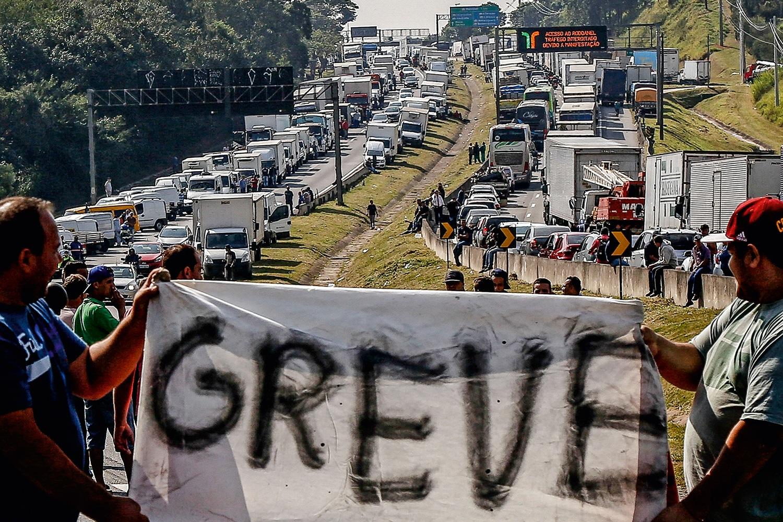 greve-caminhoneiros-2018-1 Governo ainda acredita que greve dos caminhoneiros está sob controle
