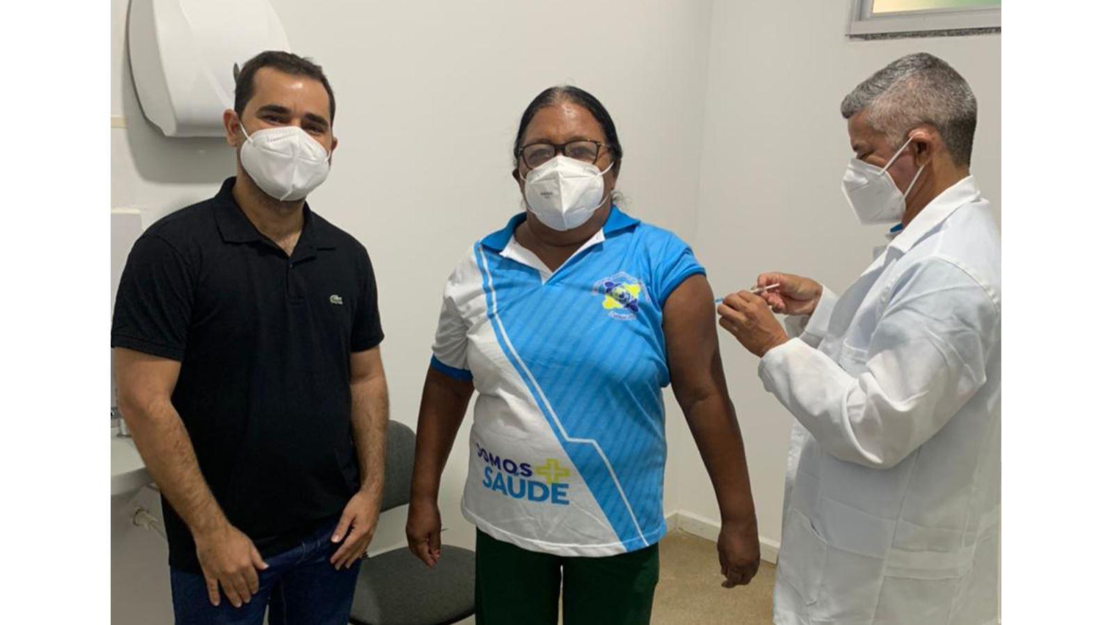 vacinacao-covid-zabele Técnica de enfermagem é a primeira pessoa vacinada contra o coronavírus em Zabelê