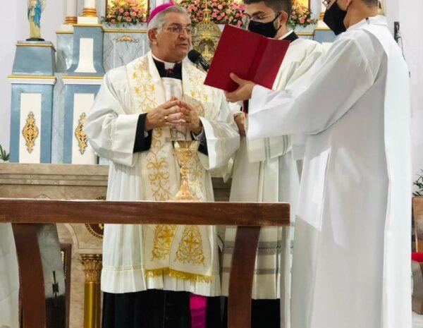 39799ac1-793c-456a-bff1-bf04db9a205d-958x742-1-600x465-1 Bispo de Campina Grande celebra Missa da Dedicação do Altar da Igreja Matriz em Monteiro
