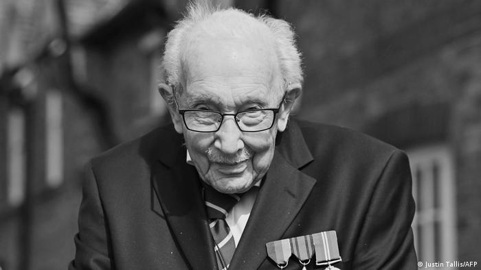 56430612_401 Veterano de guerra de 100 anos que arrecadou R$ 241 milhões para o serviço de saúde inglês morre de Covid-19