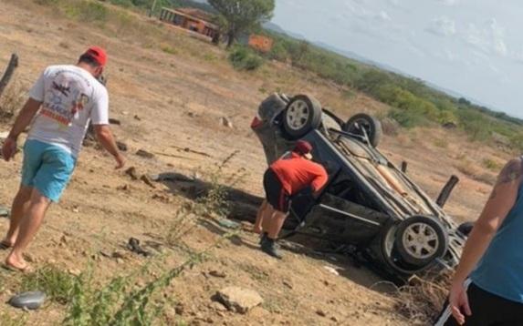 IMG_20210201_202624 Mulher fica gravemente ferida após veículo capotar no Congo