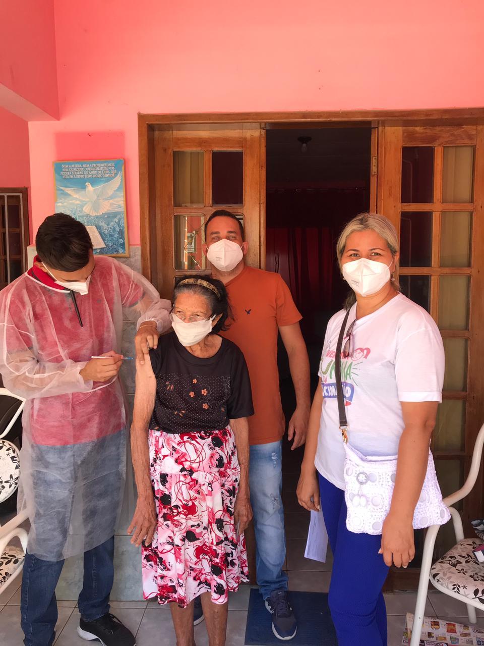Imunizacao-idosos-acamados-Monteiro-PB-1 Secretaria de Saúde de Monteiro cumpre meta de vacinação contra covid-19 para idosos acamados acima de 80 anos