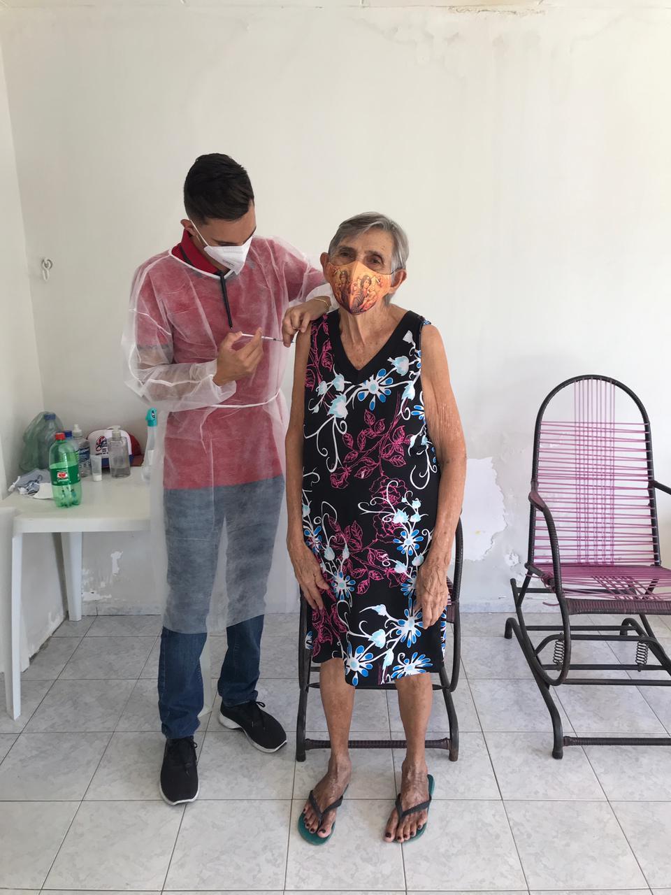 Imunizacao-idosos-acamados-Monteiro-PB-2 Secretaria de Saúde de Monteiro cumpre meta de vacinação contra covid-19 para idosos acamados acima de 80 anos