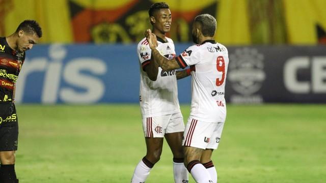Sport-x-Flamengo Flamengo domina, vence o Sport na Ilha do Retiro e reassume a vice-liderança do Brasileirão