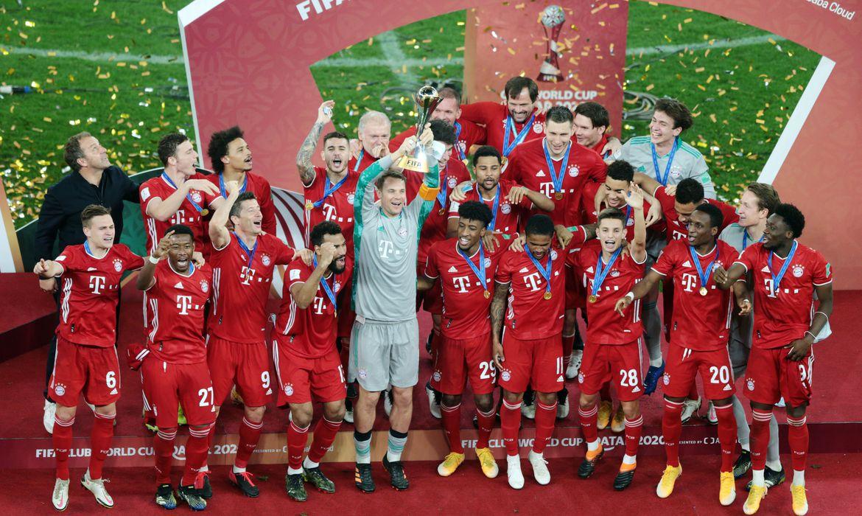 bayern_mundial_clubes_podio Bayern leva o tetra mundial e iguala recorde de seis taças em um ano