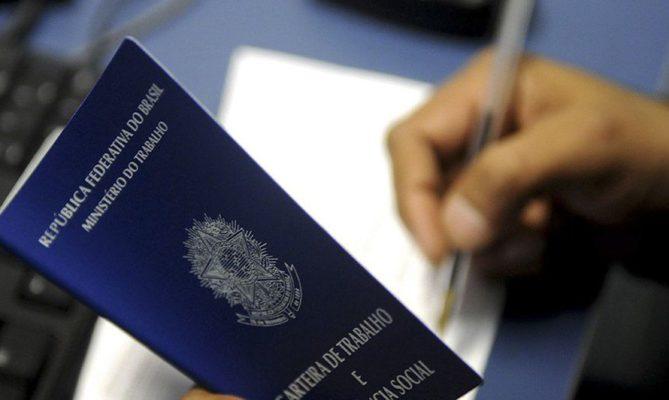 carteira_de_trabalho_Desemprego-669x400 Sine oferece 88 vagas de emprego a partir desta segunda-feira em João Pessoa