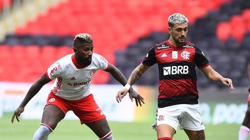 flamengo-internacional Fla vence o Inter de virada, assume a liderança na penúltima rodada