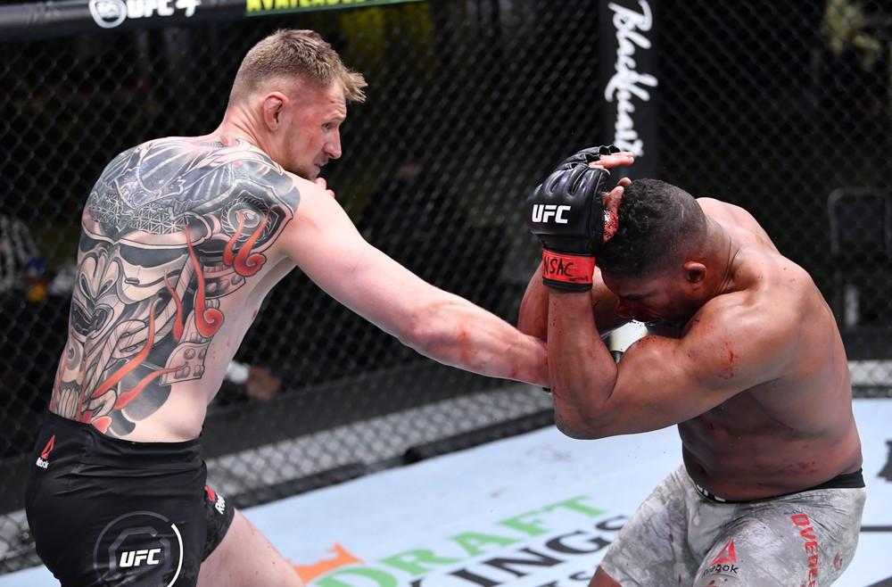 gettyimages-1300758546 UFC: Alexander Volkov nocauteia Alistair Overeem e se credencia a disputar o cinturão dos pesados