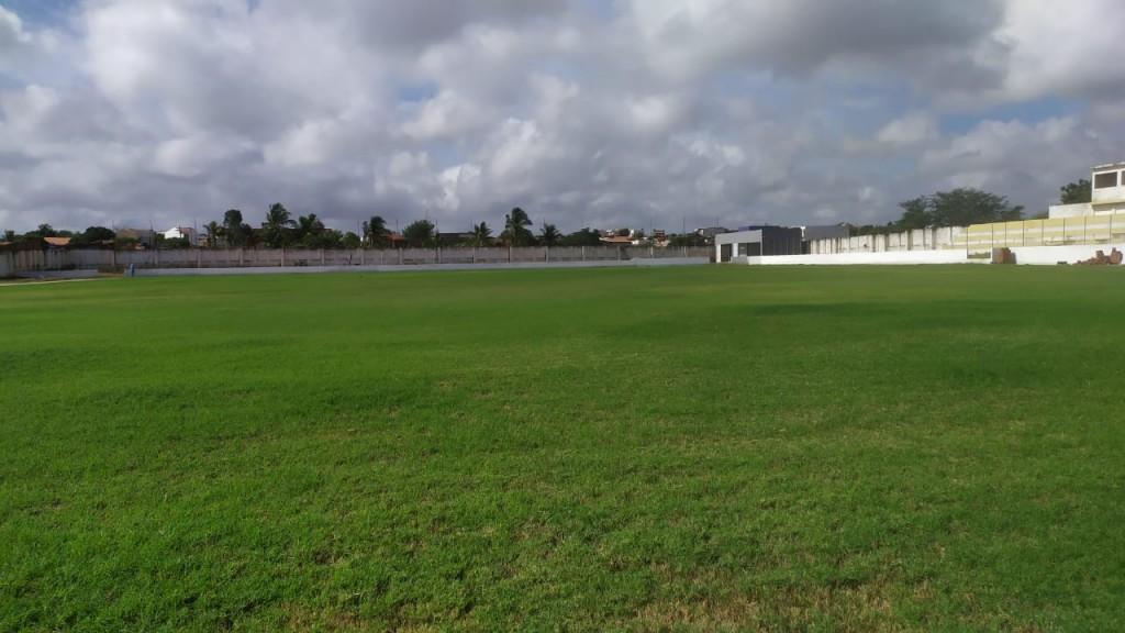 """img_202102181056b9pb Complexo esportivo """"o feitosão"""" tem tratamento especial e será um dos melhores gramados da Paraíba"""