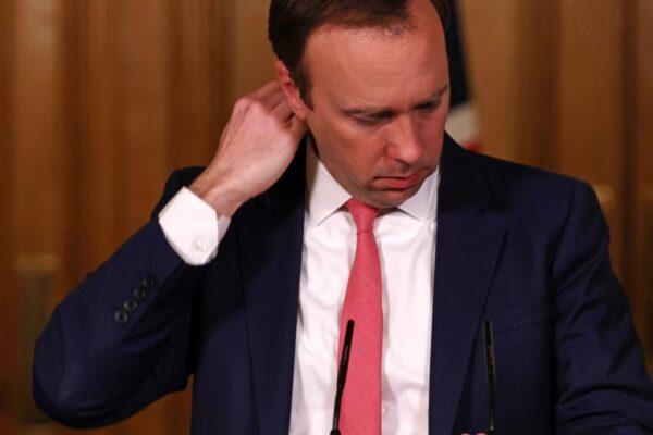 Ian-Vogler-POOL-AFP-600x400 Ministro da Saúde britânico renuncia após violar regras anti-Covid com amante