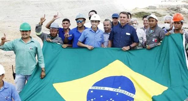bolsonaro-L 'Não é L de Lula, é arminha', diz trabalhador que posou para foto com Bolsonaro no RN