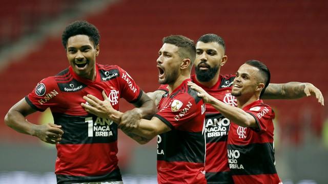 2021-07-22t021833z-655695639-hp1eh7m06eu3f-rtrmadp-3-soccer-libertadores-fla-def-report Flamengo vibra com torcida, goleia Defensa e vai às quartas na Libertadores
