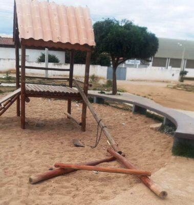 6eb6a955-ffe5-4c15-947f-bb0041029568-379x400 Atos de vandalismo deterioram espaços públicos e Prefeitura pede ajuda aos moradores