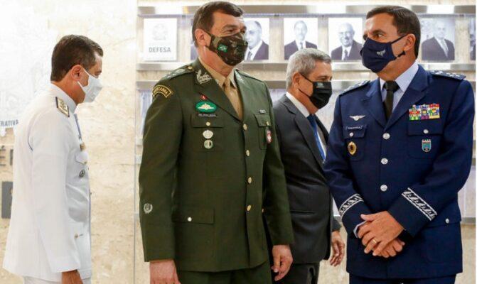 Comandantes-MD-324-868x644-1-671x400 Exército fez vacinação secreta de agentes da Abin sem aval do programa de imunização