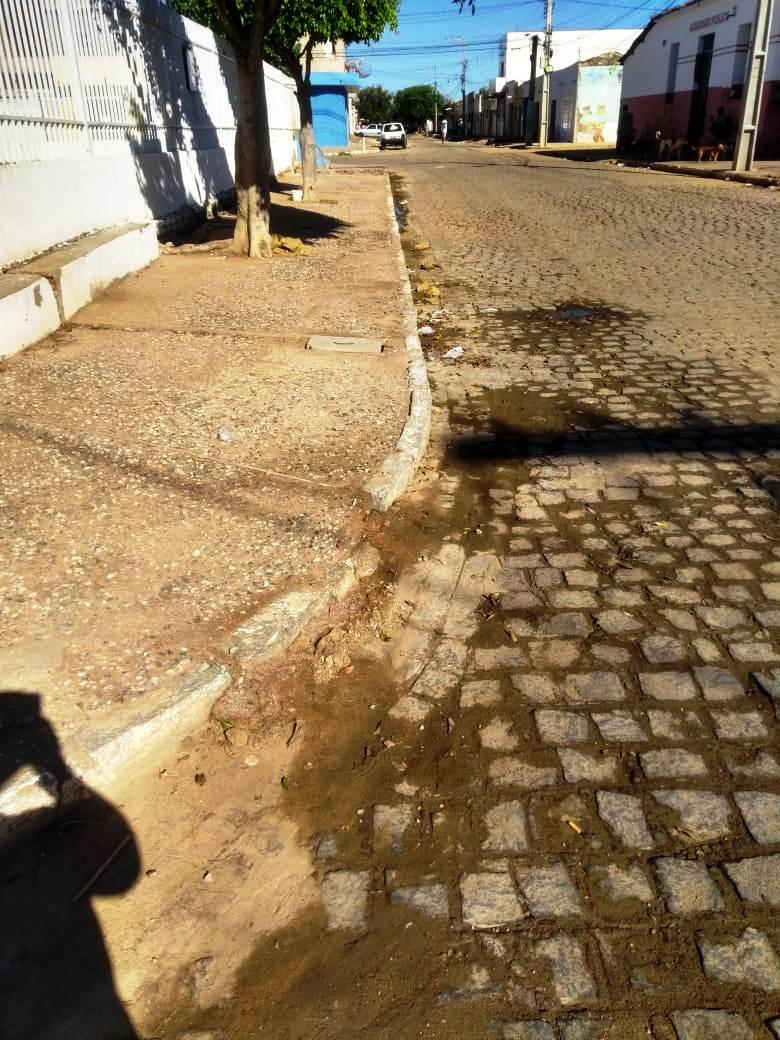 Infraestrutura1 Secretaria de Infraestrutura inicia cronograma de roço e limpeza de matos em ruas e bueiros