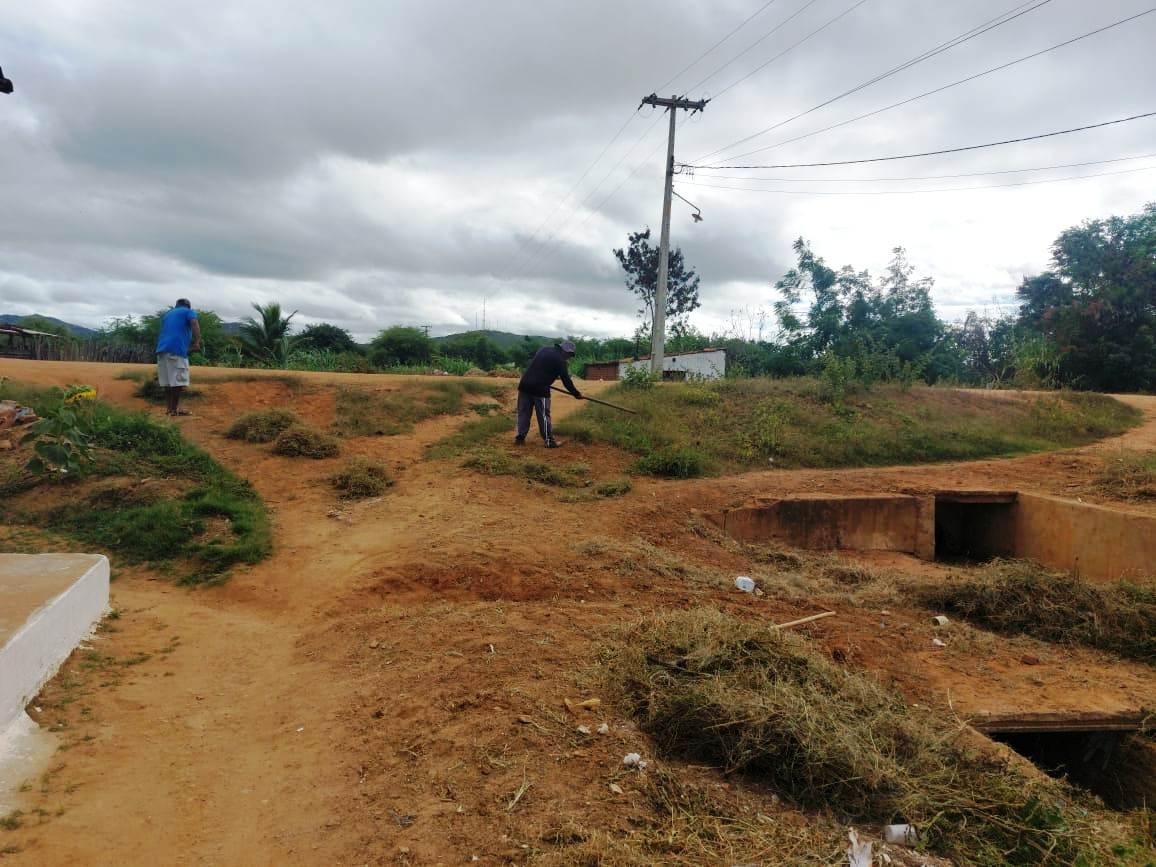 Infraestrutura4 Secretaria de Infraestrutura inicia cronograma de roço e limpeza de matos em ruas e bueiros