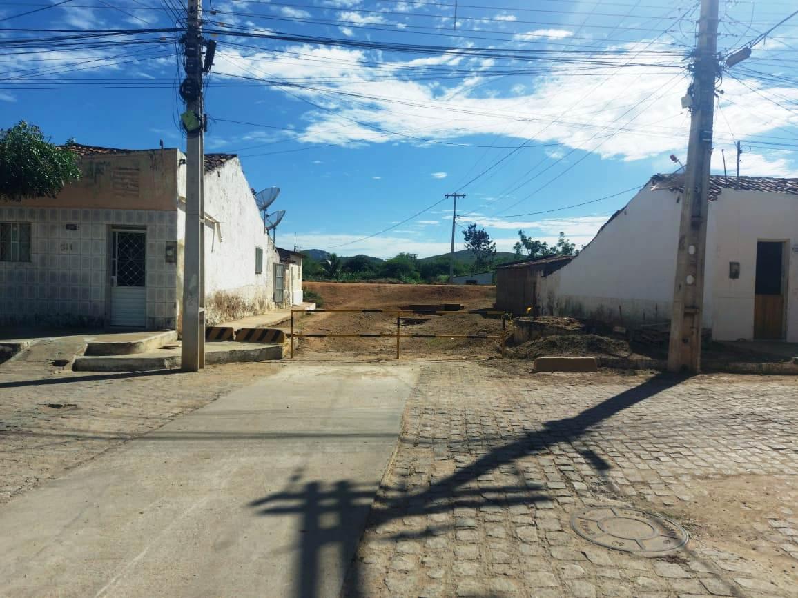 Infraestrutura6 Secretaria de Infraestrutura inicia cronograma de roço e limpeza de matos em ruas e bueiros