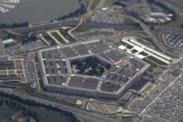 ap19345820043222-600x400 Drone lança explosivos em aeroporto no Iraque que abriga base dos EUA