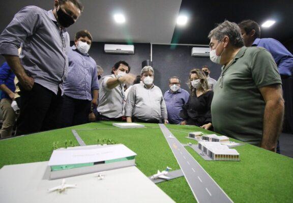 b566481f-7627-4676-99f3-05c183e93151-576x400 João Azevêdo inspeciona obras de mobilidade urbana e anuncia instalação de unidade do Lacen e tomógrafo em Sousa