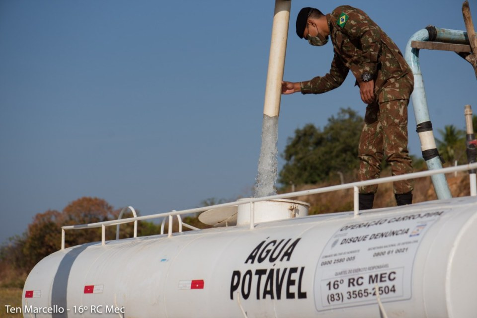 carro_pipa MONTEIRO: Agricultores têm até esta quinta-feira (29) para pegar o vale água do Exército