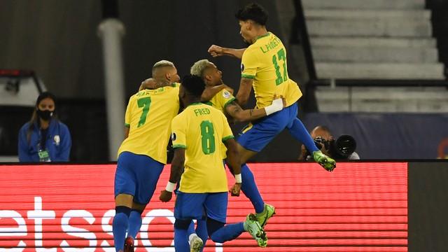 e5vdhiqweaevo0h Brasil perde Gabriel Jesus por expulsão, mas bate o Chile com gol de Paquetá e vai enfrentar o Peru na semifinal