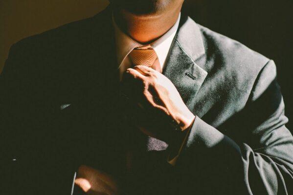 emprego_gravata_terno_social_homem_foto_pixabay-599x400 Paraíba gera saldo positivo de 2.908 empregos formais em maio