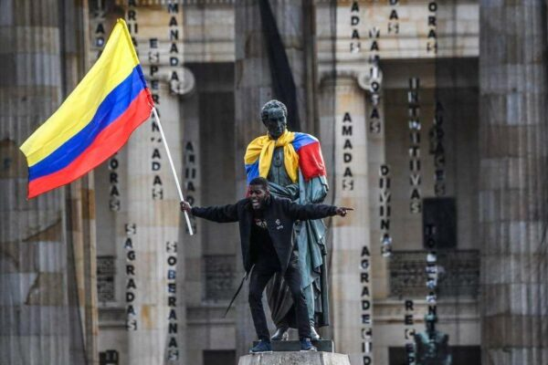 image_1-600x400 Colômbia chega a 2 meses de caos nas ruas sem perspectiva de fim dos atos