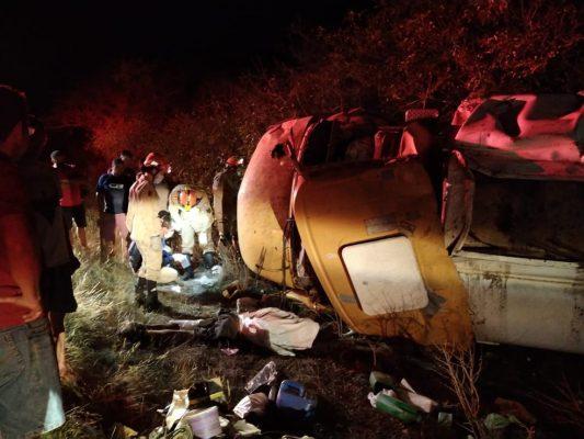 060359f9-0236-495e-b3aa-d0d65d4da438-533x400 Motorista morre após perder controle e capotar caminhão-pipa em rodovia da Paraíba